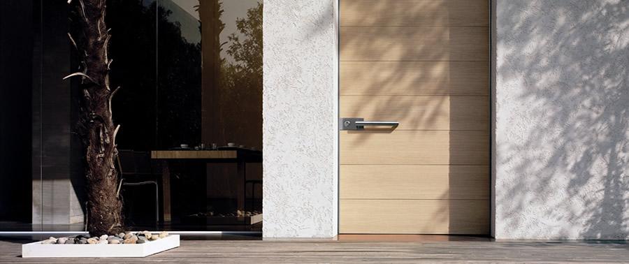 Ddm infissi in legno porte finestre e serramenti a - Serranda porta finestra ...